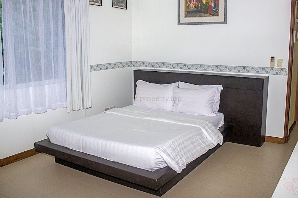 bedroom-sml1_36374799496_o