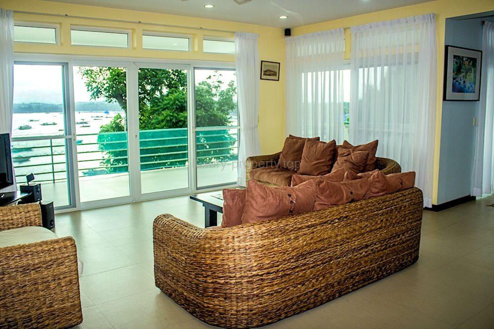 lounge2_35584612454_o