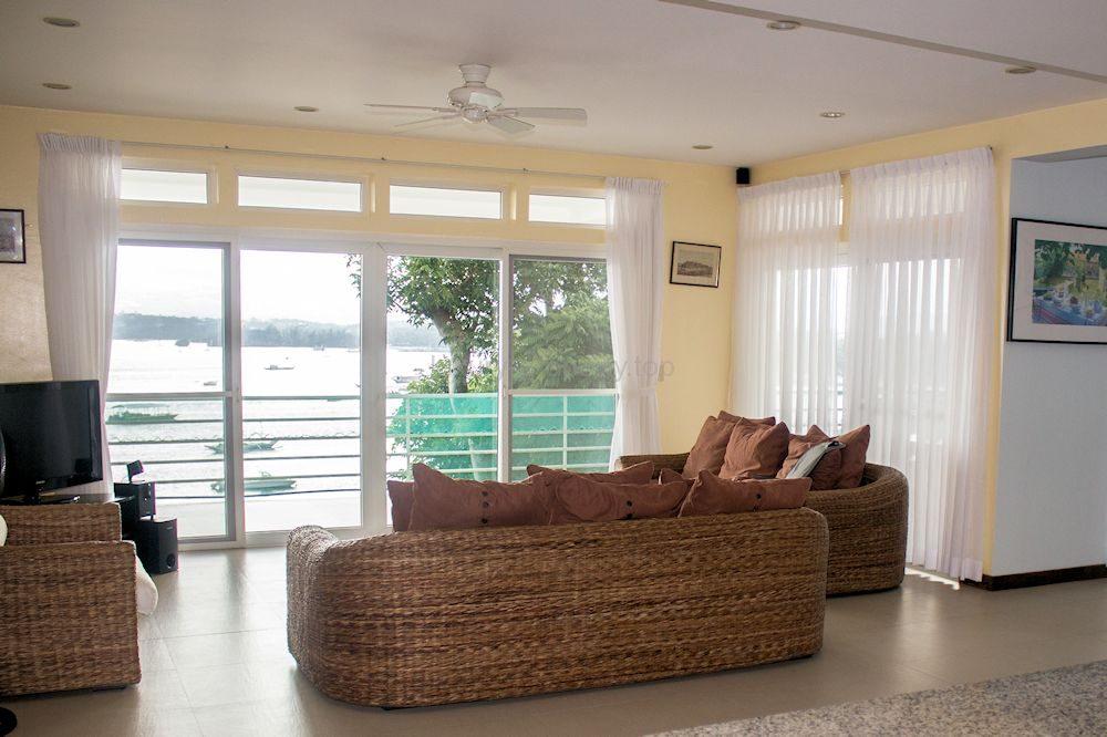 lounge_35584612814_o