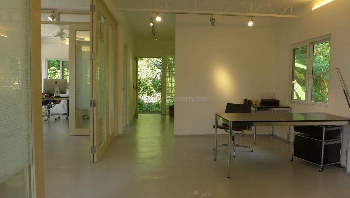 office-4_36082676641_o