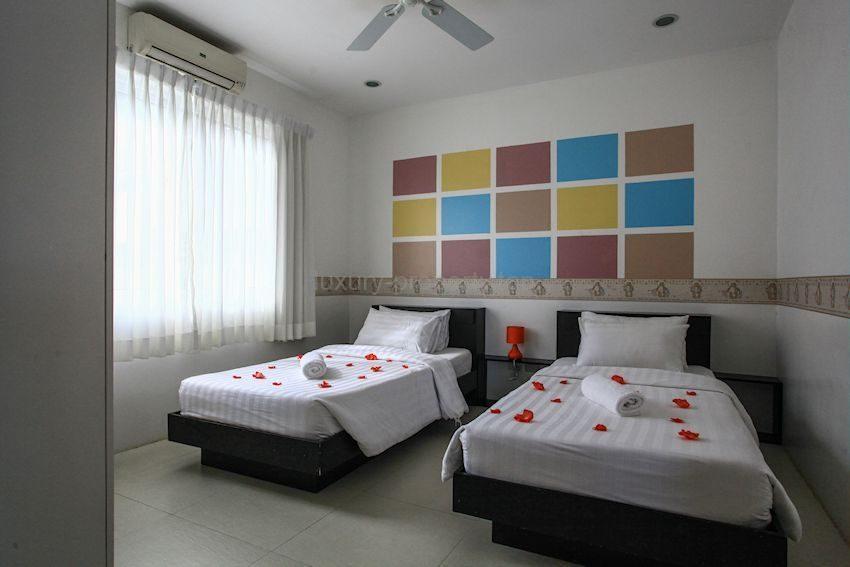 twin-bedroom_35612925143_o