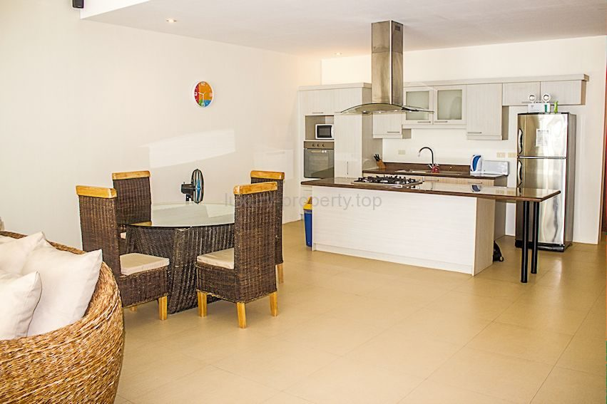 dinning area kitchen with extractor